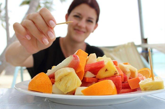 Comer fruta cortada