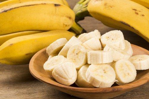Fruta cortada y pelada