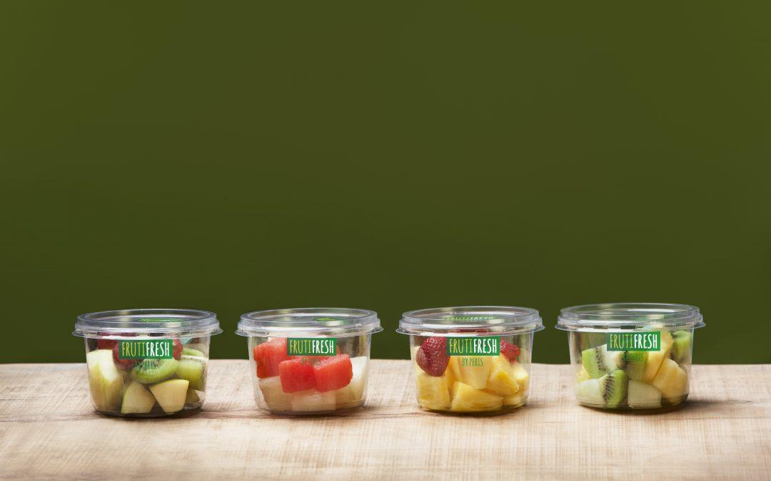 Tarrinas de fruta pelada y cortada