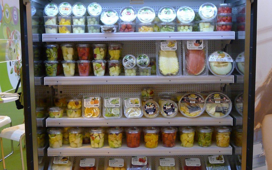Fruta cortada envasada fresca supermercado